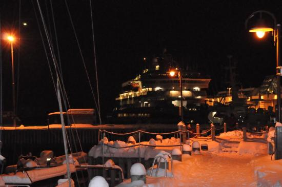 Le port de Svolvær sous la neige