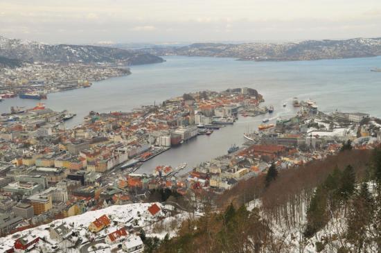 012 Bergen et son fjord depuis le mont Fløyen